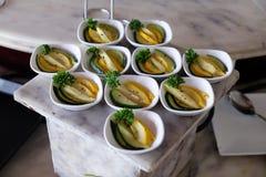 Los diversos bocados del banquete preparan para el partido del evento en el hotel de lujo cuatro puntos de Sheraton Agra Imagen de archivo