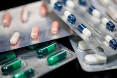 Los diversos tipos de medicamentos se cierran encima de tiro macro fotos de archivo libres de regalías