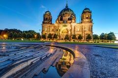 Los Dom en Berlín antes de la salida del sol Foto de archivo libre de regalías