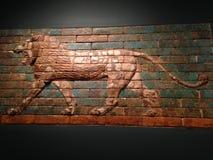 Los dos paneles con los leones que andan a trancos en museo de arte metropolitano Fotografía de archivo libre de regalías