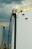 Los dos tanques de petróleo blanco Foto de archivo libre de regalías