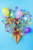 Los dulces apetitosos sabrosos de los accesorios del partido falsifican el ramo hecho a mano Imagen de archivo