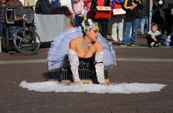 LOS E.E.U.U., AZ: Artista 3 de la calle - un cisne sufridor  Fotos de archivo