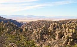 Los E.E.U.U., AZ/Chiricahua: Paisaje con las rocas derechas Fotografía de archivo libre de regalías