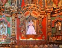 Los E.E.U.U., AZ/Tucson - nuestra señora de Guadalupe - altar Fotografía de archivo