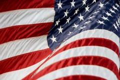 Los E.E.U.U. señalan Billowing por medio de una bandera Fotos de archivo