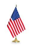 Los E.E.U.U. señalan por medio de una bandera aislado en el blanco Imagen de archivo