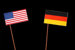 Los E.E.U.U. señalan por medio de una bandera con la bandera alemana en negro Fotos de archivo libres de regalías
