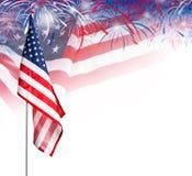 Los E.E.U.U. señalan por medio de una bandera con los fuegos artificiales en el fondo blanco Foto de archivo libre de regalías