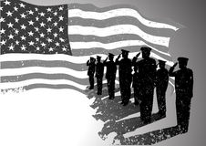Los E.E.U.U. señalan por medio de una bandera con saludar de los soldados. Imagen de archivo libre de regalías