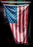 Los E.E.U.U. señalan por medio de una bandera durante ceremonia de la victoria Fotografía de archivo