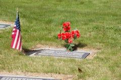 Los E.E.U.U. señalan por medio de una bandera en cementerio Foto de archivo
