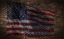 Los E.E.U.U. señalan por medio de una bandera en la pared de ladrillo Foto de archivo libre de regalías