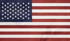 Los E.E.U.U. señalan por medio de una bandera en los tableros de madera con los clavos fotografía de archivo