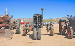 LOS E.E.U.U.: Tractor antiguo: 1923 Farmall/Front View Imagen de archivo