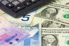 Los E.E.U.U. y dinero en circulación canadiense Fotos de archivo libres de regalías