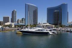LOS E.E.U.U. - California - San Diego - parque del puerto deportivo del embarcadero y marqués de Marriott foto de archivo