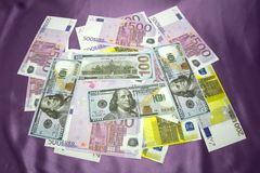 Los E.E.U.U. 100 200 500 euros Imágenes de archivo libres de regalías