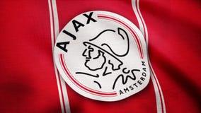 Los E.E.U.U. - NUEVA YORK, el 12 de agosto de 2018: La bandera de Ajax FC está agitando Primer de la bandera que agita con el log foto de archivo libre de regalías