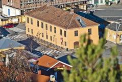 Los edificios adentro halden, oficina de turismo Fotos de archivo