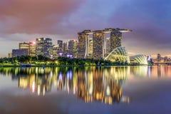 Los edificios en el área de Marina Bay en Singapur fotos de archivo