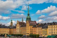 Los edificios góticos en Kornhamnstorg ajustan en la ciudad vieja G de Estocolmo Fotos de archivo
