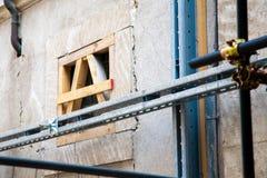 Los edificios hicieron la caja fuerte después del terremoto en L'Aquila en Abruzos, Fotos de archivo libres de regalías