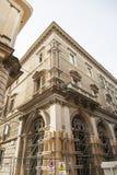 Los edificios hicieron la caja fuerte después del terremoto en L'Aquila en Abruzos, Fotos de archivo