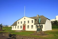 Los edificios islandeses del gobierno Foto de archivo