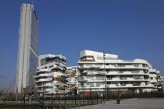 Los edificios residenciales e Isozaki de Hadid se elevan en CItylife; Milán, Italia Fotografía de archivo