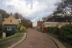 Los edificios viejos restaurated en la ciudad vieja en el dique del Hollandse IJssel en Capelle Aan Den Ijssel Foto de archivo