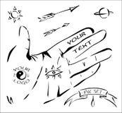 Los elementos dibujados tinta se podían utilizar como muestras: mano, flechas, sol, planeta, ojo, cinta, descenso Imagenes de archivo