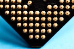 Los elementos micro de la unidad central de proceso del ordenador, pernos del contacto de la CPU se cierran para arriba Foto de archivo libre de regalías
