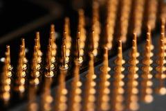 Los elementos micro de la unidad central de proceso del ordenador, pernos del contacto de la CPU se cierran para arriba Imagen de archivo libre de regalías