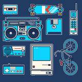 Los elementos retros montan en bicicleta, llaman por teléfono, ordenador, disquete, monopatín, palanca de mando, boombox, casete, ilustración del vector