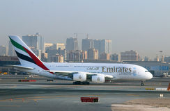 Los emiratos de Airbus A380 Imagen de archivo libre de regalías