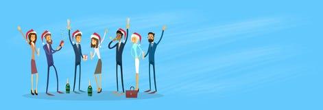 Los empresarios celebran Feliz Navidad y felices Imagen de archivo libre de regalías