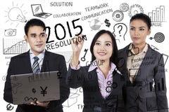 Los empresarios hacen resoluciones en 2015 Fotos de archivo