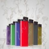 Los encendedores pueden fumar Imagen de archivo