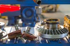 Los engranajes del metal se cierran para arriba Imagen de archivo