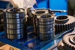 Los engranajes del metal se cierran para arriba Imagenes de archivo