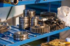 Los engranajes del metal se cierran para arriba Foto de archivo libre de regalías