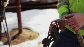 Los escaladores recolectan en un sistema de seguridad almacen de video