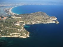 Los esquemas de la isla de una altura del vuelo Cerdeña, Cagliari Belleza de la naturaleza fotografía de archivo libre de regalías