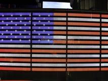 los Estados Unidos señalan por medio de una bandera en neón en un estadio Imagen de archivo