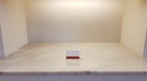 Los estantes vacíos de la confitería Fotos de archivo libres de regalías
