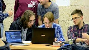 Los estudiantes acercan al ordenador, al eHealth de Hackathon de la ciencia de los datos y al eDataeGov, almacen de metraje de vídeo