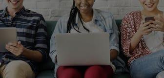 Los estudiantes de las adolescencias de la diversidad relajan a Team Concept Imagen de archivo