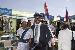 Los estudiantes de Sao Tome and Principe presentan sus trajes y tradiciones nacionales imagen de archivo libre de regalías