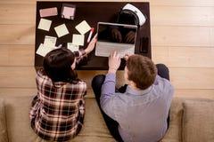 Los estudiantes juntan la preparación para los exámenes Visión superior Imágenes de archivo libres de regalías